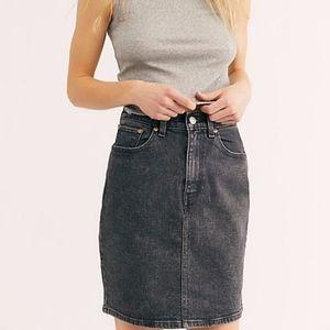 NEW Levi's   Faded Black Essential Denim Skirt